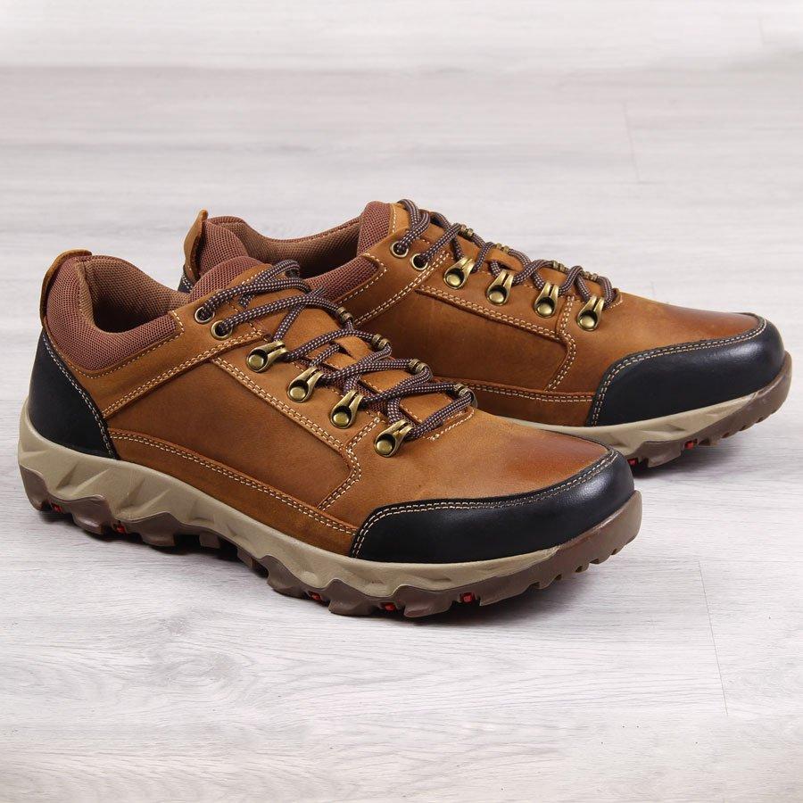Jak nosić sneakersy jesienią i z czym je łączyć – poradnik